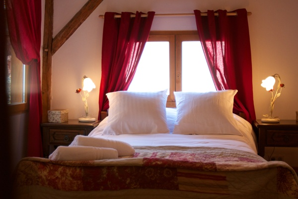 Chalet bedrooms with real wood beams ..